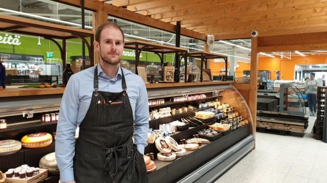 K-Supermarket Lasihytin kauppias Eki Zaiedman haluaa viedä kulttuuria eurooppalaisempaan suuntaan tuomalla ruokakauppaan viinibaarin.