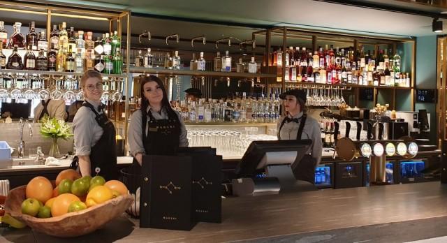 Marskin baarissa on hyvä valikoima suomalaisia alkoholeja ja innovatiivisia cocktaileja.