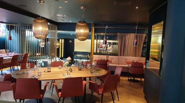 Ravintola Kuusi Palaa tarjoaa aamiaista, lounasta ja illallista.