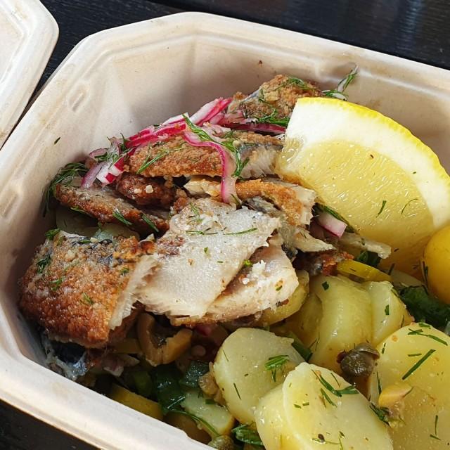 Café Santalan silakka-annoksessa sekä silakat että uudet perunat tulevat tuoreina Rymättylästä.