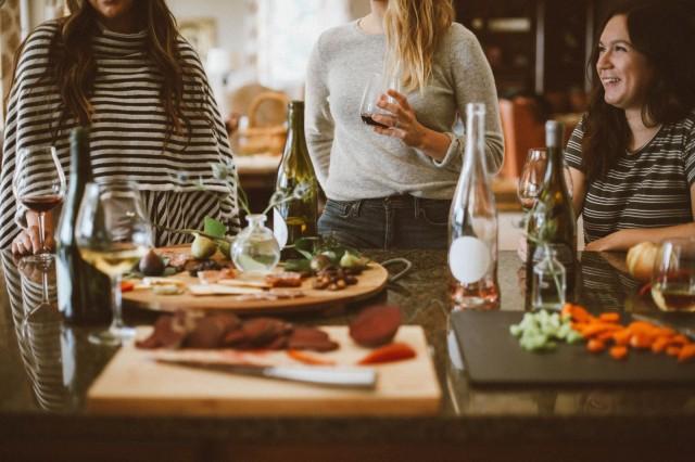WeFiFon illallisilla voi tutustua uusiin ihmisiin.