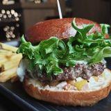 Sportin kesässä maistuvat edulliset burgerit – täyskäsi herkullisia hampurilaisia 12 eurolla koko kesän