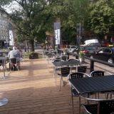 Ruokarekastaan tuttu Black Grill & Cafe avasi oman terassiravintolan Töölöntorille