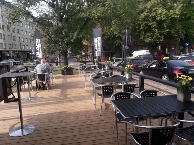 Black Grill & Cafen terassi avattiin Töölöntorille kesäkuussa.