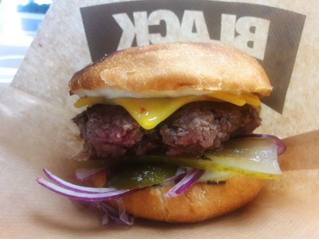 Cheese burgerin pihvissä on naudan rintaa ja etuselkää.