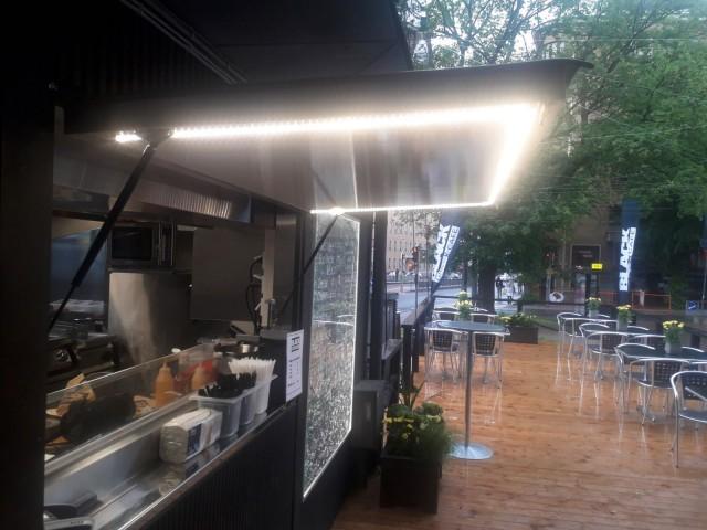 Black Grill & Cafen terassille on tulossa kesän aikana myös katos.