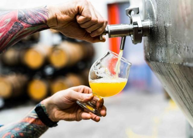 Helsinki Beer Factoryyn tulee vaihtuva valikoima pienpanimo-oluita. Kuvituskuva.