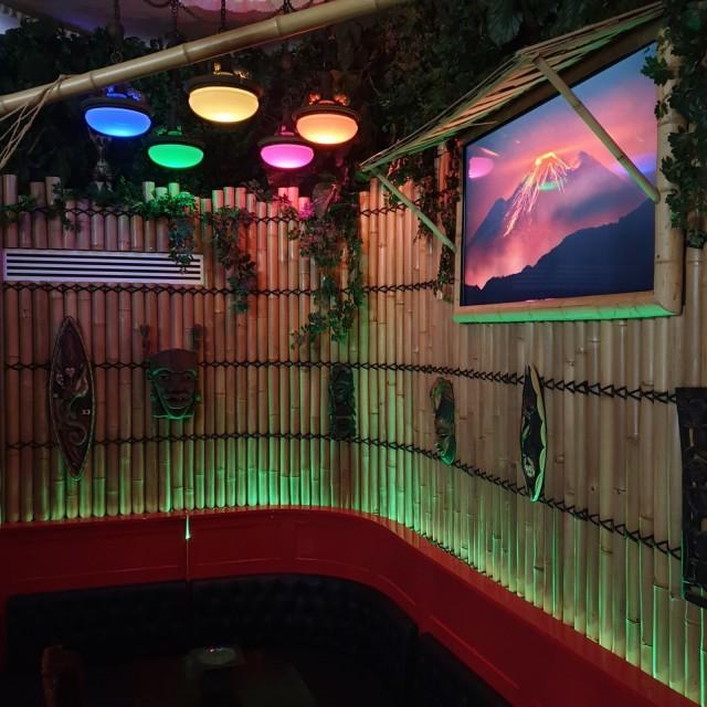 Adventure Lodgessa kuuluu villieläinten ääniä.