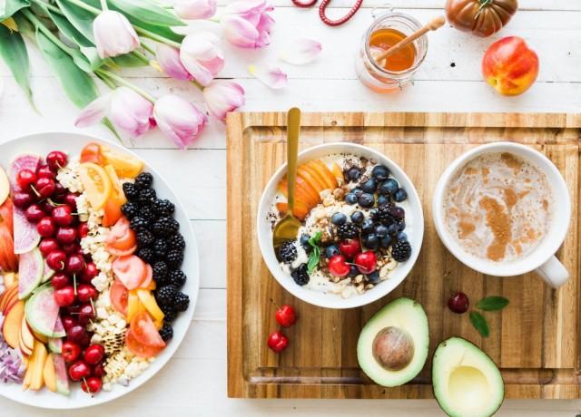 Aamiainen kahvilassa on arjen luksusta.