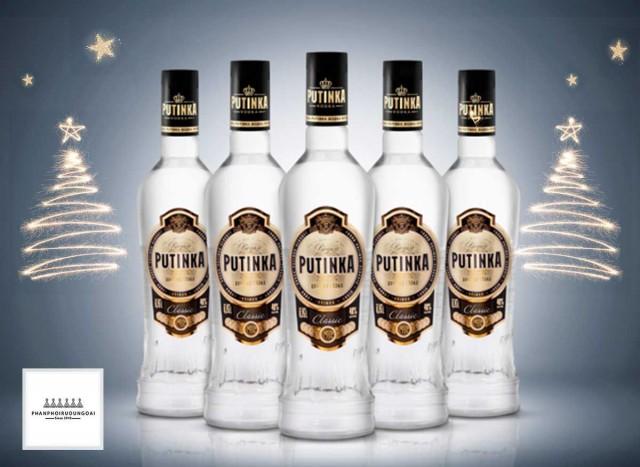 Moskovalainen Kristall-panimo toi Putinka Vodkan markkinoille vuonna 2003. Vodka on omistettu Venäjän presidentille.