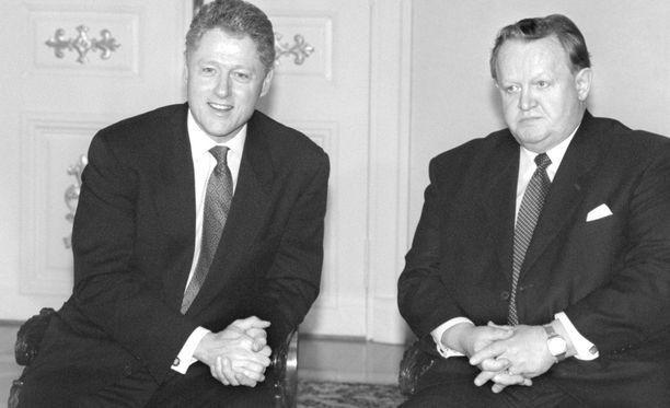 Suomi lännettyi 1990-luvulla kovaa vauhtia. Yhdysvaltain presidentti Bill Clinton yhdessä presidentti Martti Ahtisaaren kanssa Helsingissä vuonna 1997.