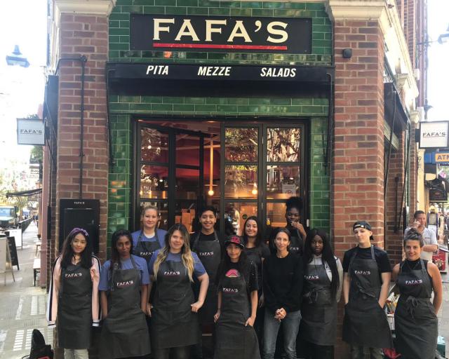 Lontoon Fafa's työllistää 16 paikallista nuorta aikuista.