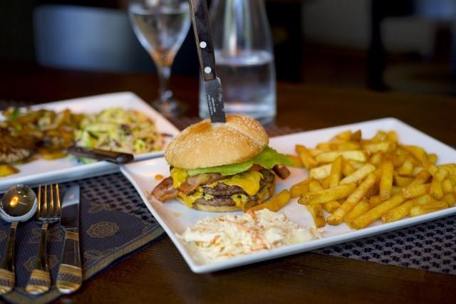 Capella Bistron Cheese burger
