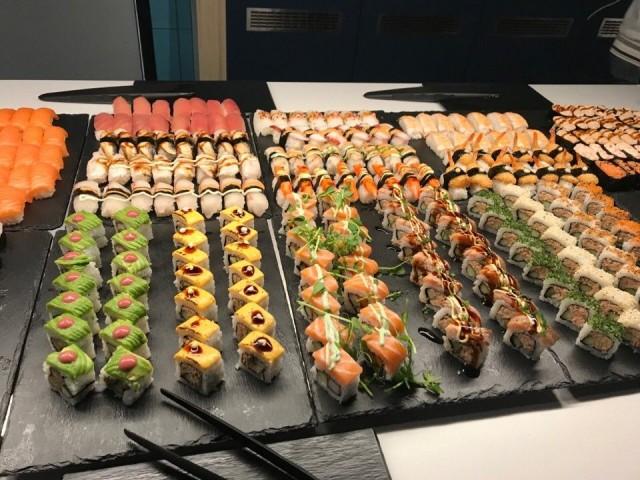 Hokkaido Sushin buffetista löytyy sushia moneen makuun.