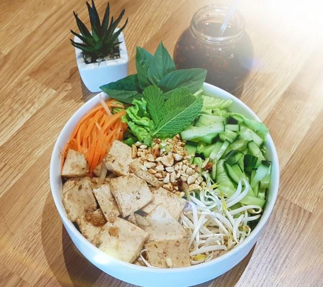 Món Việt tekee annoksensa pyynnöstä myös vegaanisena.