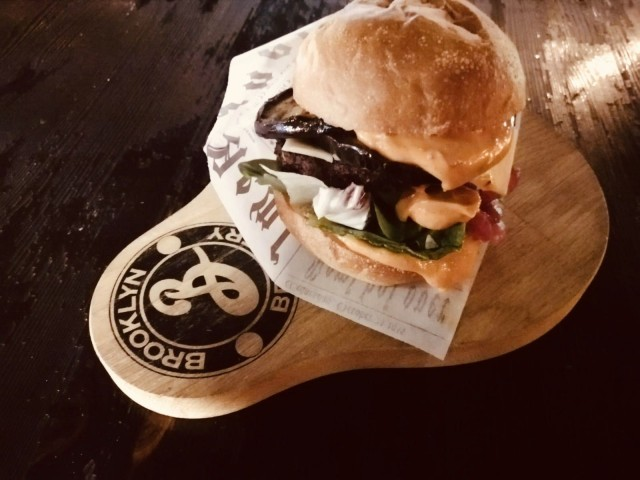 Soul Sister Burger, Loosister.