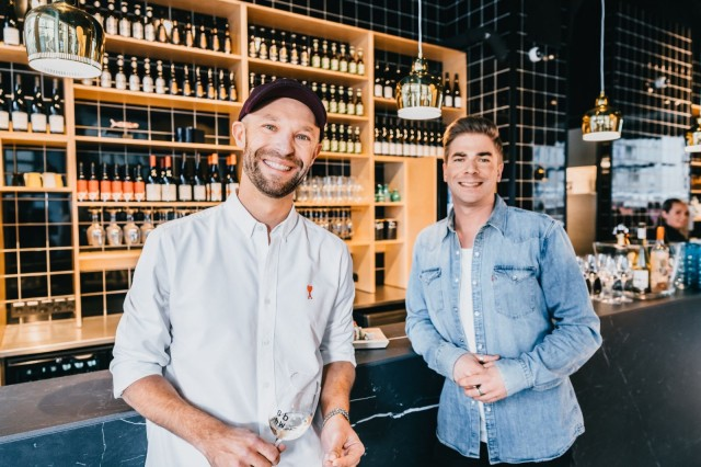 Anders Westerholm ja Matti Sarkkinen ohjaavat Sushibar+Winen hymyssä suin maailmalle.