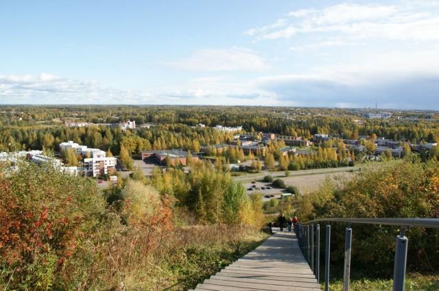 Malminkartanonhuipun portaita pääsee Helsingin korkeimpaan kohtaan.