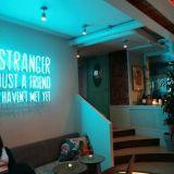 Hello Stranger - älä ole muukalainen, astu sisään