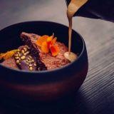 Kuusi Palaa – Marskin yhteydestä löytyvä ravintola tuo keittiön kaikkien nähtäville
