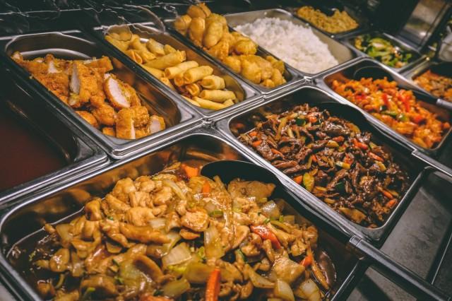 Buffetiin kuuluu myös reilu valikoima kiinalaista ja thairuokaa.