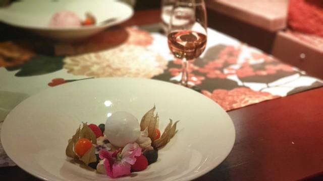 Aterian kruunasi täydellinen jälkiruoka ja sen kylkeen tarjoiltu makea Late harvest riesling.