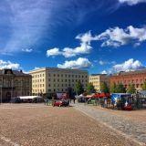 Hämeenlinnan keskustan arkkitehtuuri on komeaa. Torin laidalla sijaitsee Ruotsin kuningas Kustaa III suunnittelema kirkko.