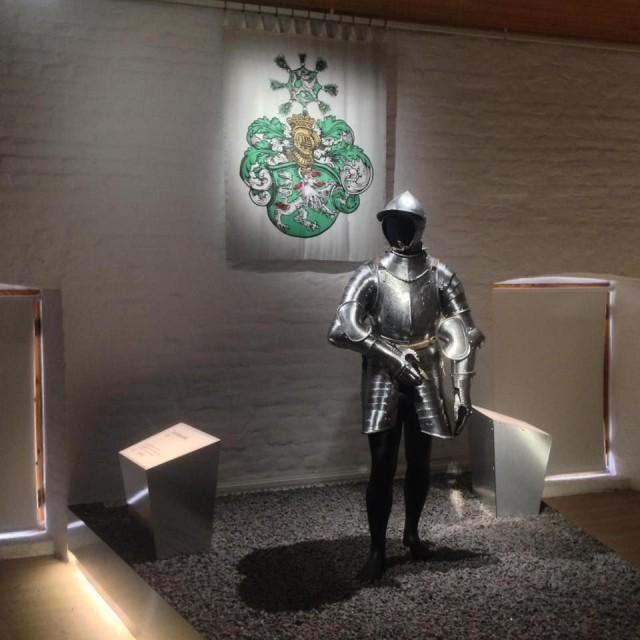 Vuonna 2016 Hämeen linnassa järjestettiin kansainvälinen haarniskanäyttely.