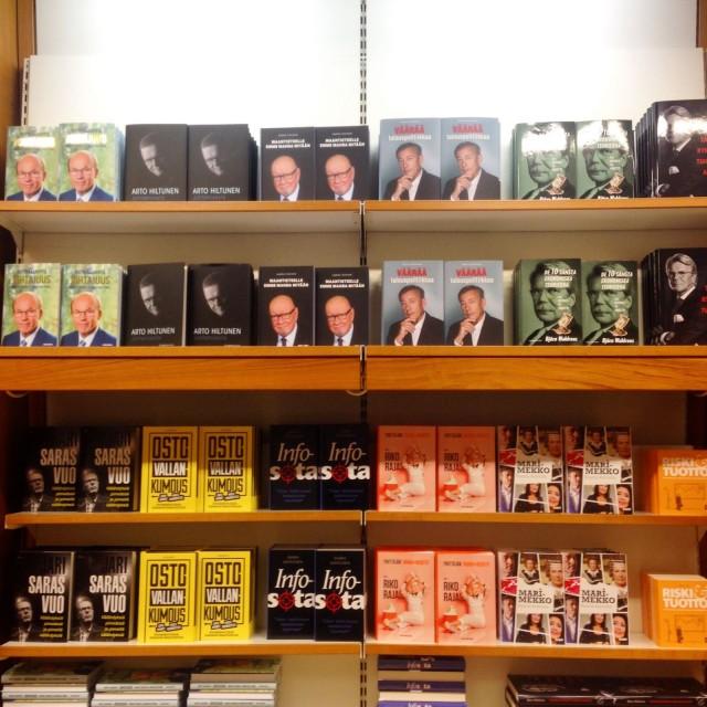 Ostovallankumous upeasti esillä Helsingin Akateemisessa Kirjakaupassa vuonna 2015.