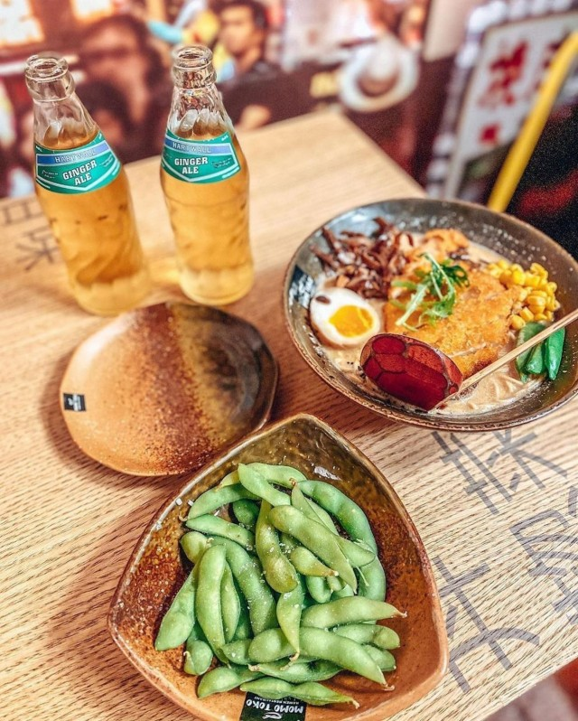 Edamame-pavut ovat yksi japanilaisen keittiön ja Momotokon klassikoista. Paneroitu kanafile puolestaan kuuluu uuden listan antimiin.