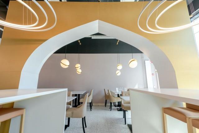 Kauniaisten Deli Rasoi -intialaisravintolassa voi kohdata nykyaikaista intialaista suunnittelua.