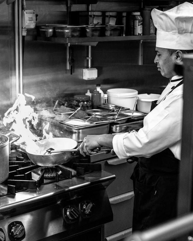 Intialaista ruokaa tehdään kuumalla liekillä ja suurella tunteella.