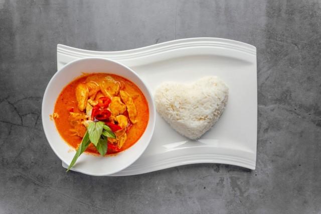 Taste of Thailandissa maistuu pehmeän tulinen red curry.