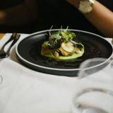 Fine diningia kotioloissa? Näillä vinkeillä nostat take away -ruoan uudelle tasolle