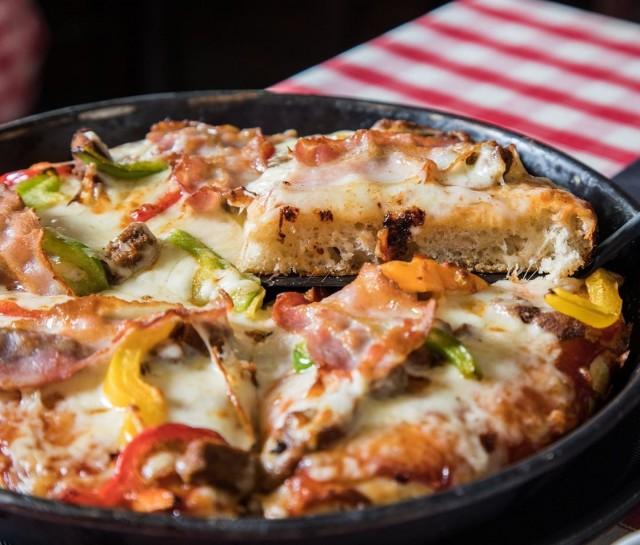 Legendaarinen pizzeria, johon joutuu lähes aina jonottamaan