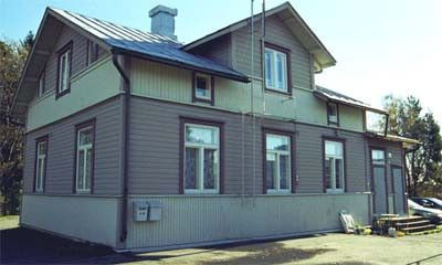 Vuonna 1901 Halme rakensi tontille ensimmäisen puurakennuksen. Rakennus on yhä paikoillaan.