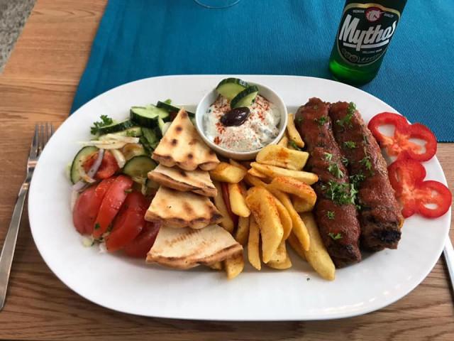 Kreikkalaiset jauhelihakepakot karitsan jauhelihasta.