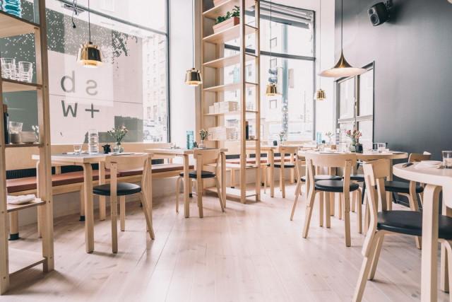 Sushibar + Winen sisustus on minimalistista ja ruoka erinomaista.