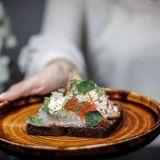 Espoon Matinkylään tyylikkään mutkaton ruokaravintola - Frejassa voit syödä vaikka tuulipuvussa: