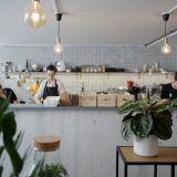 Suosittu kahvila muutti konseptiaan ja laajensi Lauttasaaren - Puhuri by Tartine jatkaa alati voimistuvaa buumia