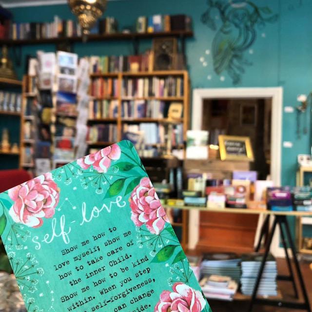 Nyt kannattaa viimeistään panostaa henkiseen ja fyysiseen hyvinvointiin. Ullanlinnan Kasarmikadulla sijaitsevassa Era Nova -kirjakaupassa on laaja valikoima kaikkea hyvää.