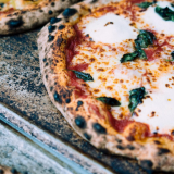 Markus kehitteli pizzan, joka on kaukana pikaruoasta: Storyn uutuudessa hapanjuuri ja pientuottajien raaka-aineet ovat pääosassa