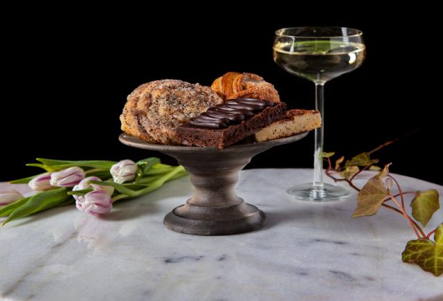 Café Royalesta saa pariisilaiskahviloiden inspiroimia herkkuja.