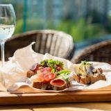 Huippukokkien suosikkeja ja kiinnostavia tulokkaita - nämä ravintolat valtaavat Kasarmitorin kesällä: