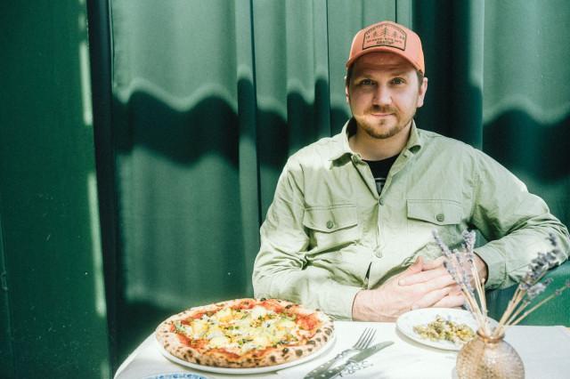 Keittiömestari ja ravintoloitsija Markus Hurskainen omaa pitkän kokemuksen leipurina ja kondiittorina.
