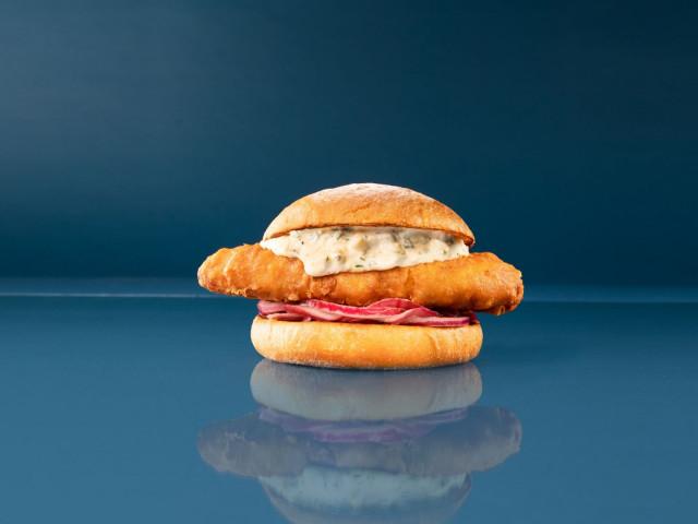KalaKerros-burgeri täytetään paneroidulla turskafileellä.