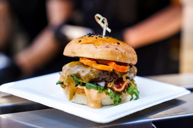 Burger Lovers Festival 2019 yleisöäänestyksen voitti kuopiolaisen Bowl D1nerin Burger5 -hampurilainen.