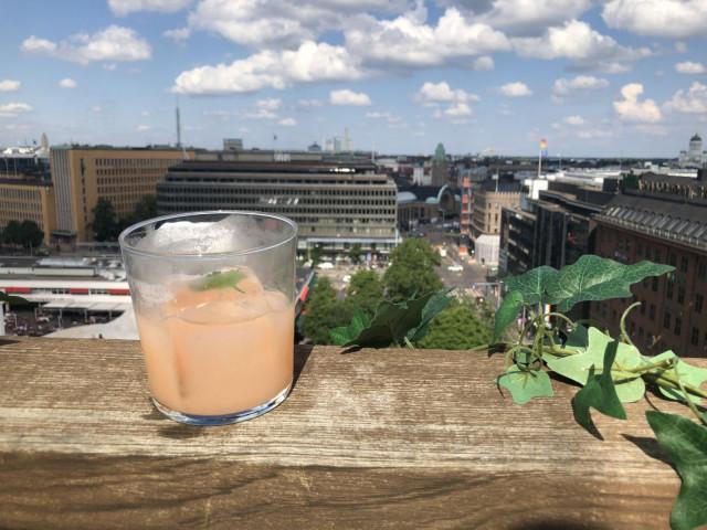 Monkey Rooftop Barin katolta on oivat näkymät Helsingin ylle.