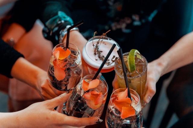 Sky Roomissa siemaillaan herkullisia drinkkejä.