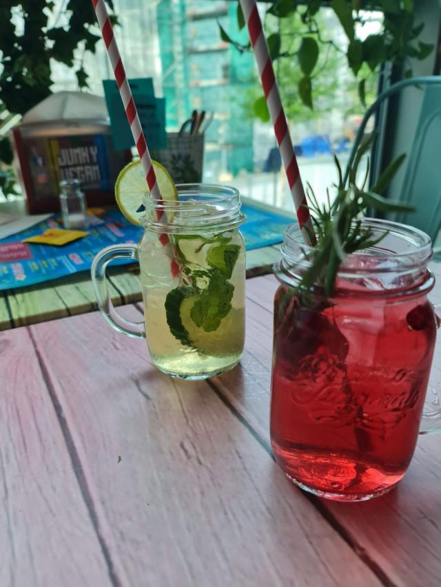 Trendikkäitä kesäisiä drinkkejä.